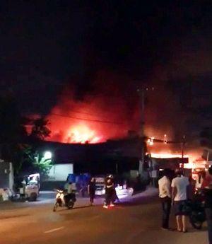 Cháy lớn tại cửa hàng bán đồ gia dụng tại Sài Gòn