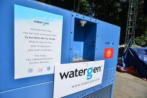 Người dân Hà Nội háo hức với máy 'biến không khí thành nước uống tinh kiết'