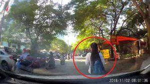 Clip: Đi bộ cản đường ô tô, cô gái lĩnh trái đắng