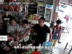 Đuổi bé trai tiểu bậy, chủ tiệm tạp hóa bị đánh bầm dập