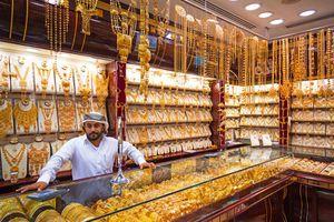 Chợ bày bán vàng la liệt như rau