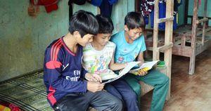 Xã 'thoát nghèo' nhưng hàng trăm học sinh lại muốn bỏ học