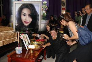 Mẹ á hậu Thái Lan tử nạn vụ máy bay rơi khóc ngất bên di thể con