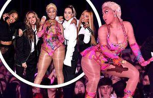 Nicki Minaj diễn sung nảy lửa với đường cong 'dao kéo'