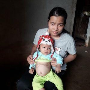 Xót xa gia cảnh mẹ trẻ ôm con đi chữa bệnh ung thư gan