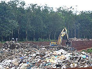Ngăn ngừa nguy cơ gây ô nhiễm nguồn nước sinh hoạt