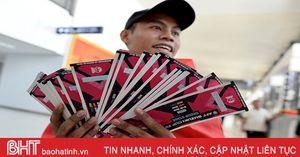 Phe vé Lào 'thổi giá' gấp 2, 3 lần bán cho CĐV Việt Nam