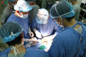 Bệnh nhân ung thư gan được 'huyền thoại ghép tạng' phẫu thuật