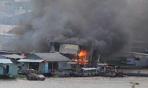Cháy lớn ở Chợ nổi Cái Răng