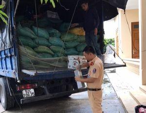 Thanh Hóa: CSGT bắt giữ số lượng lớn rượu ngoại không có giấy tờ