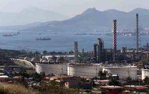 Giá dầu thô giảm phiên thứ 10 liên tiếp, xóa sạch thành quả tăng từ đầu năm