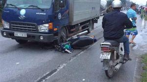 Vượt xe thiếu quan sát người đàn ông tử vong dưới bánh xe tải
