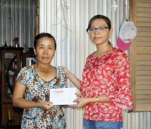 Ban Công tác Xã hội – Từ thiện Báo An Giang: Trao tiền hỗ trợ các hoàn cảnh khó khăn ở Thoại Sơn