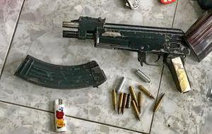 Đệ tử của 'trùm xã hội đen' vừa ra tù đã mang súng bắn gục đối thủ giữa đường phố