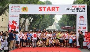Khởi tranh giải chạy 'Kizuna Ekiden - Vì An toàn giao thông'