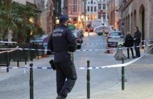 Đâm dao vào cảnh sát tại trung tâm Brussels