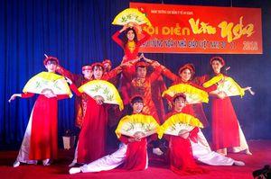 Thăm, chúc mừng, tặng quà giáo viên nhân ngày Nhà giáo Việt Nam (20-11)