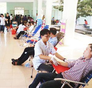 Hơn 300 người tham gia hiến máu tình nguyện