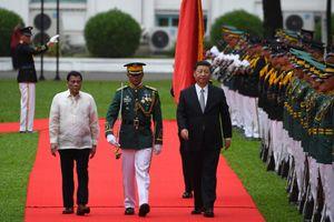 Phớt lờ lời khuyên của Mỹ, Philippines tự chui vào bẫy nợ Trung Quốc?