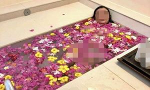 Dân mạng nói gì về vụ nữ hiệu trưởng lộ ảnh nhạy cảm trong bồn tắm