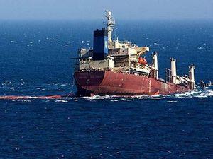 Chìm tàu chở hàng ngoài khơi đảo Bali, 7 thuyền viên mất tích
