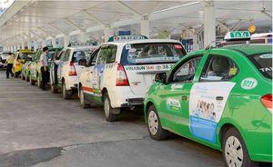'Cởi trói' cho taxi truyền thống để cạnh tranh công bằng với Grab