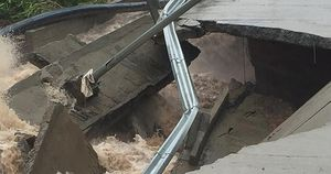 Những hình ảnh tàn phá của bão số 9 khiến ai thấy cũng đau lòng