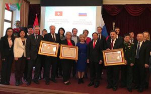 Đại sứ Việt Nam trao Huân chương Hữu nghị cho các trường đại học của Nga