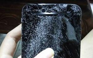 Cô gái ngao ngán bị người yêu 2 lần đập nát điện thoại trong cơn tức giận không kiềm chế, dân mạng khuyên một lời đáng suy ngẫm