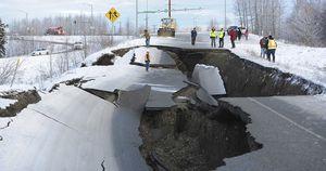 Bang Alaska thiệt hại nặng sau trận động đất mạnh bất thường