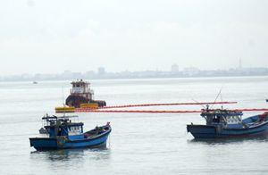 Tàu chở dầu tông gãy trụ cầu cảng tiếp dầu ở Đà Nẵng