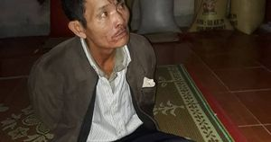 Thầy cúng rút kiếm đâm xuyên tim con trai rồi ăn lá ngón tự tử
