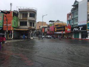 2 ngày ngập úng lịch sử, hàng nghìn hộ dân ở Đà Nẵng sống giữa biển nước