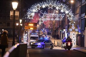 Pháp: Nổ súng ở chợ Giáng sinh, 15 người thương vong