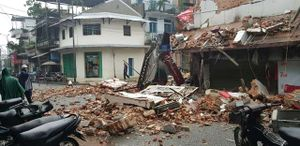 TT-Huế: Căn nhà đổ sập lúc nửa đêm, hai người thoát chết
