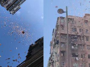 'Mưa' tiền bất ngờ trút xuống xóm nghèo ở Hong Kong