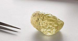 Chiêm ngưỡng viên kim cương vàng 'khủng' hiếm thấy
