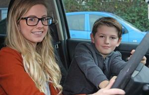 Anh: Bé 8 tuổi trở thành anh hùng khi mẹ lên cơn co giật lúc lái xe