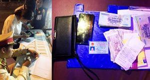Nữ khách quên gần 100 triệu đồng trên xe được CSGT trả lại