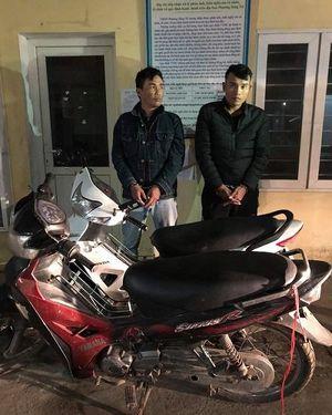 Hà Tĩnh: Bắt giữ 02 đối tượng trộm cắp xe máy giữa 'thanh thiên bạch nhật'