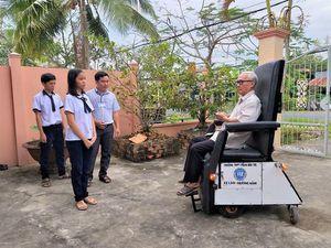 Xe lăn thông minh giúp người già, người khuyết tật 'gỡ rối'