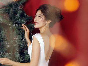 Hoa khôi Miss Photo Vũ Hương Giang rạng ngời đón Noel
