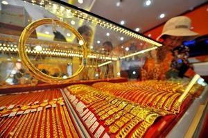Giá vàng thế giới vượt đỉnh 6 tháng
