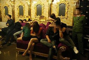 Vụ 'tiệc ma túy' ở Hà Tĩnh: Vì sao cô giáo tuồn 'nàng tiên trắng' không bị tạm giữ hình sự?