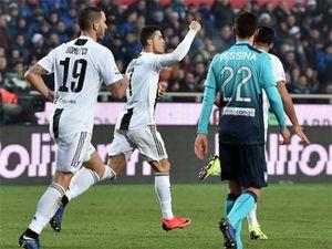 Ronaldo 'giải cứu' 10 người của Juventus