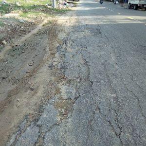 Đường phố nứt hỏng vì thi công hệ thống thu gom nước thải ở TP Đà Nẵng