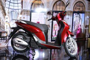 Các mẫu xe máy cho nữ giới có phanh ABS rẻ nhất VN