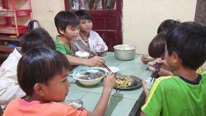 Những bữa cơm có thịt của học trò vùng cao
