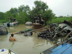Bắt giữ 11 ghe hút cát lậu trên sông Đồng Nai