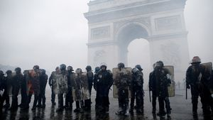 147.000 cảnh sát Pháp sẽ xuống đường chuẩn bị ứng phó biểu tình đêm gao thừa